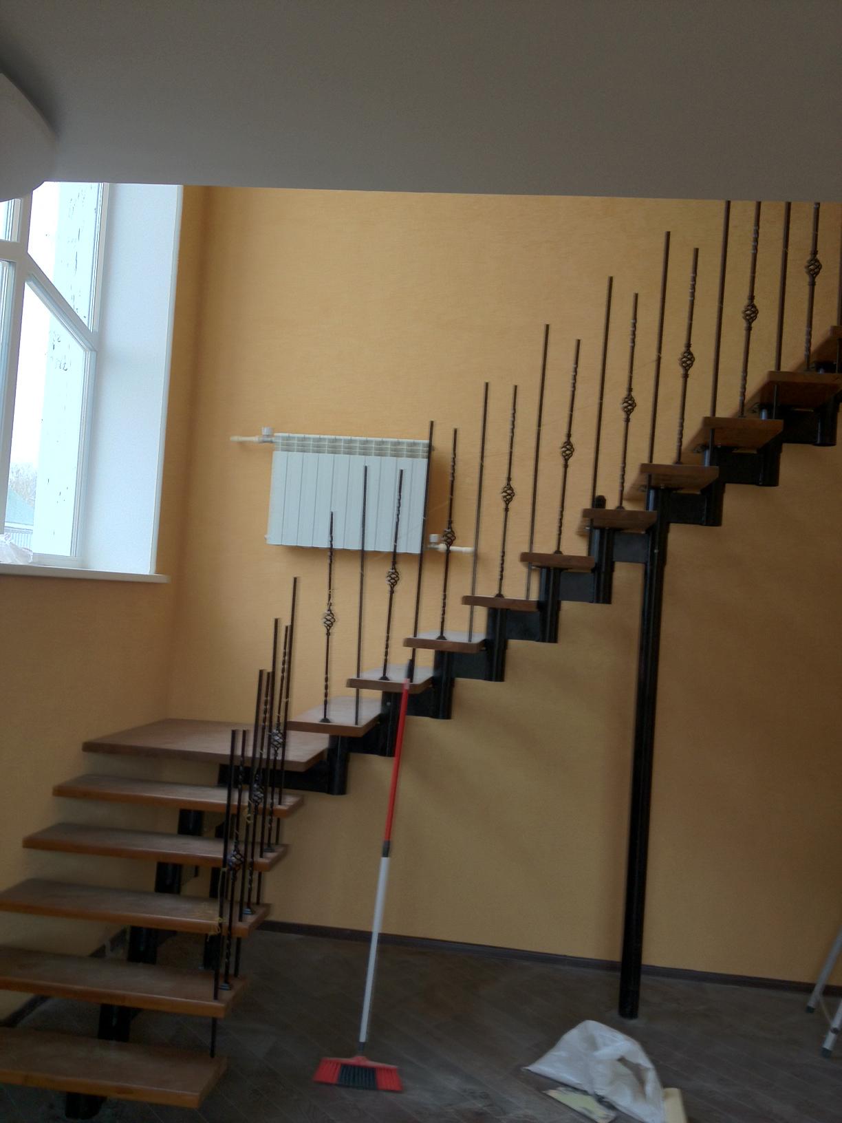 Модульная г-образная лестница с площадкой