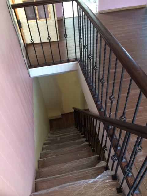 Лестница с поворотом на 90 градусов с забежными ступнями